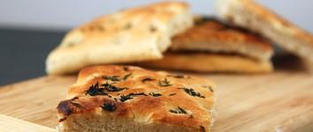 Aromi di terra: focaccia olio e aglio
